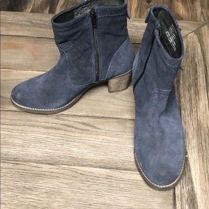 Taos Footwear blue booties